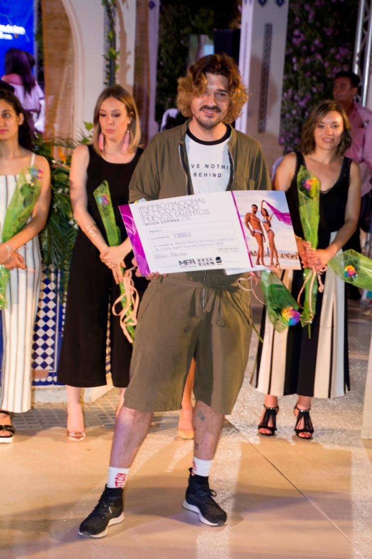 2018 06 16 SABADO desfile (572) YVAN con el cheque